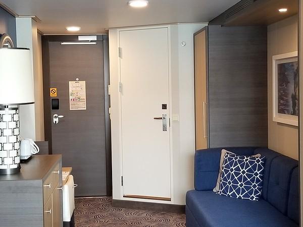 Ovation Cabin 8520